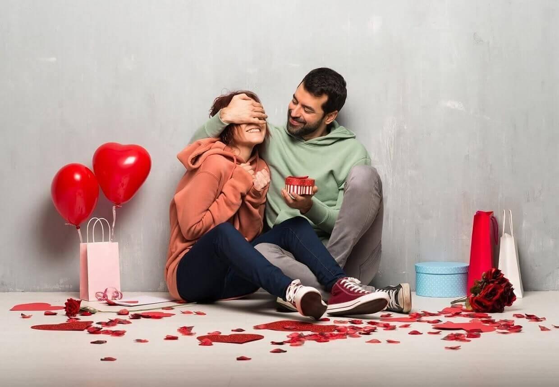 Cuplu îndrăgostit și fericit